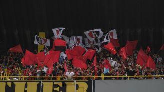 Aficionados del Atlas alientan a su equipo en el Jalisco