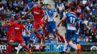 Moreno aleja el balón su área frente al Espanyol