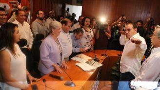Cuauhtémoc realiza su característica señal al finalizar su registro