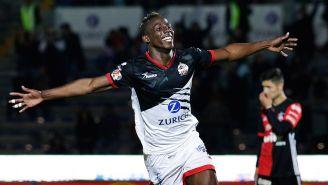 Julián Quiñones festeja un gol en el Clausura 2018
