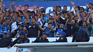 Aficionados de Cruz Azul celebran una anotación