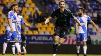 Julio Furch festeja gol contra Puebla en la J12