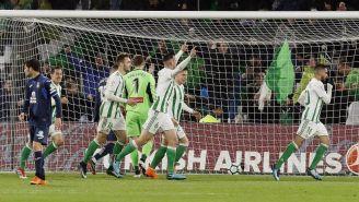 Real Betis en festejo al anotar el tercero frente al Espanyol