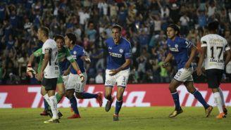 Enzo Roco festeja el gol del empate en el juego contra Pumas