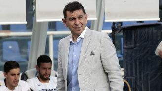 David Patiño observa el juego entre Cruz Azul y Pumas
