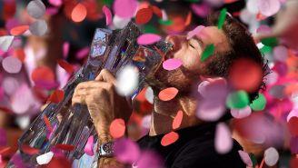 Del Potro besa el trofeo de Indian Wells