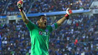 Corona celebra el gol del empate frente a Pumas