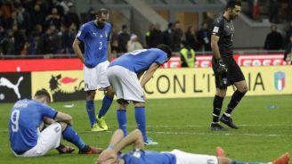 Jugadores italianos se lamentan al ser eliminados del Mundial