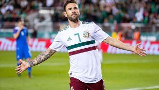 Miguel Layún celebra uno de sus goles contra Islandia