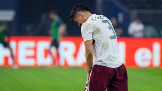 Carlos Salcedo se duele del hombro durante el partido vs Croacia