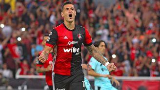 Milton Caraglio festeja un gol contra Santos en la J13 del C2018