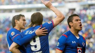 Báez, Pavone y Barrera celebran gol contra América
