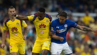 Carlos Peña (der) en el partido contra América