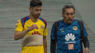 Oribe Peralta camina a vestidores