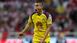 Paul Aguilar grita en un partido del América