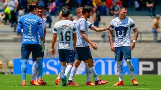 Jugadores de Pumas intentan tranquilizar a Nico Castillo