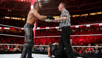 Seth Rollins entra con el maletín de Money In The Bank