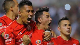 Uribe celebra con Sambueza, tras igualar contra Zacatepec
