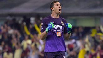 Agustín Marchesín festeja un gol con América