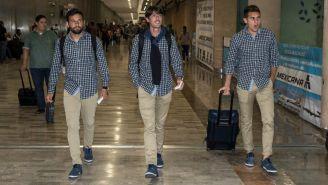 Jugadores de Pumas arriban al aeropuerto