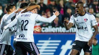 Los jugadores del Atlas festejan tras el gol de Henríquez