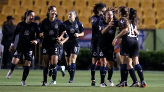 Chivas festeja triunfo en la Liga MX Femenil