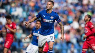 Édgar Méndez celebra su gol con Cruz Azul