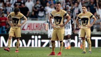 Los jugadores de Pumas, frustrados durante el partido contra Monterrey