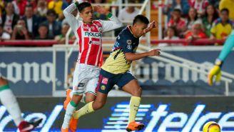 Villalpando comete falta sobre Ceciclio Domínguez