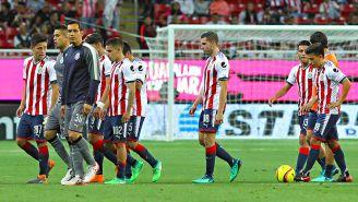 Jugadores de Chivas se lamenta tras la derrota vs Tiburones