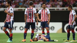 Jugadores de Chivas muestra descontento en juego