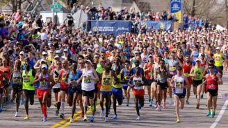 Un grupo de corredores durante el Maratón de Boston
