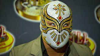 Carístico en una conferencia de prensa del CMLL