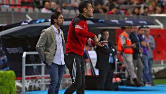 Rafa Márquez dirige a sus compañeros en el duelo contra Puebla