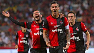 Milton Caraglio festeja gol contra Querétaro