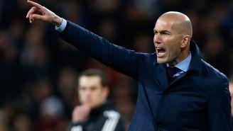 Zidane da instrucciones a sus jugadores en Champions