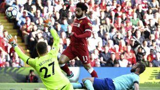 Mohamed Salah intenta burlar a Begovic