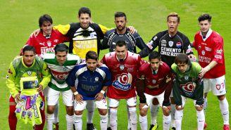 Jugadores del Puebla rinden homenaje a Miguel Calero