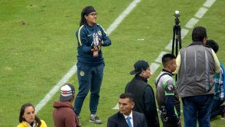 Lucero Cuevas recibe trofeo por bicampeonato de goleo
