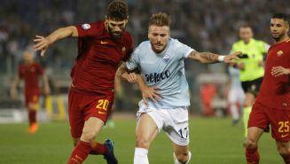 Fazio y Ciro en disputa del balón en el duelo de Roma vs Lazio