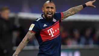 Vidal da indicaciones a sus compañeros en Bundesliga