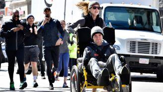 Kaitlyn y Matt, durante el Maratón de Boston