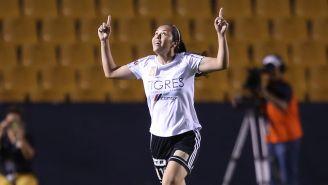 Blanca Solís celebra un gol contra América en Semifinales