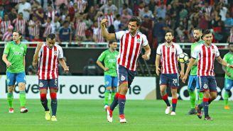 Oswaldo Alanís celebra un gol con Chivas en Concachampions