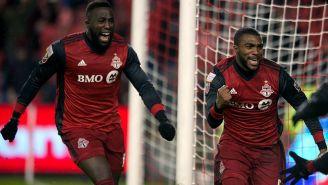 Jugadores de Toronto celebran gol contra América