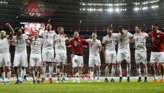 Jugadores del Bayern Munich celebran al ganarle al Leverkusen
