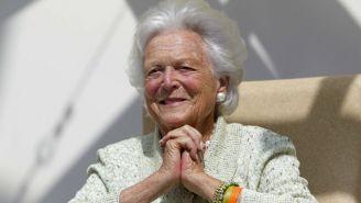 Barbara Bush se muestra sonriente para la cámara