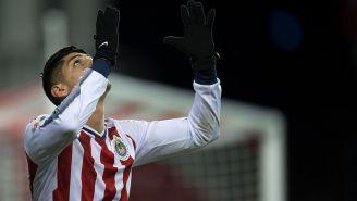 Alan Pulido festeja su gol contra Toronto