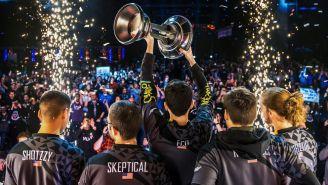 Los jugadores de Splyce levantan el trofeo del HWC 2018