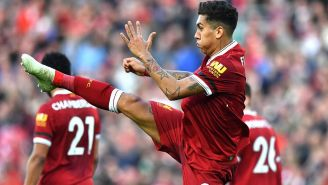 Firmino festeja durante partido del Liverpool